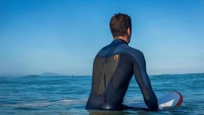 combinaison-neoprene-surf-front-zip-vs-back-zip