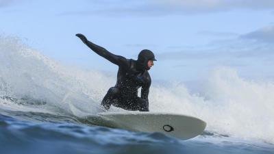surfer-cagoule-neoprene-hiver.