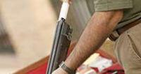 nettoyer son fusil afin de préparer l'ouverture de la chasse