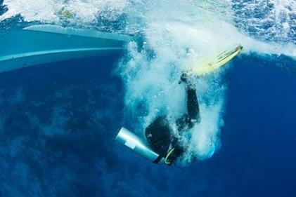 conseil techniques mise à l'eau plongée sous marine bascule arrière subea house reef alor indonésie