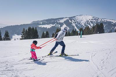apprendre le ski aux tout petits grâce au harnais skiwiz avec Wed'ze