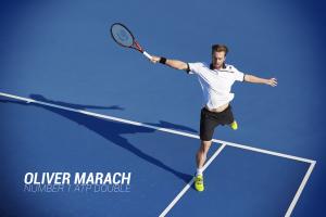 Oliver Marach mit Tennisschläger TR 990 Pro