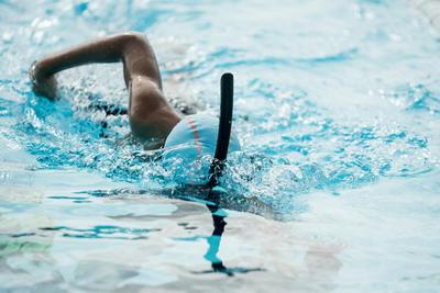 قبعة السباحة الشبكية من السيليكون- أزرق