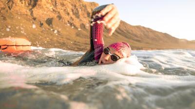 natation-eau-libre-nage-avec-bouee-de-securite.jpg