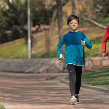 Comment choisir les chaussures de marche sportive enfant ?
