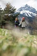DÍVČÍ BUNDY A KALHOTY NA ZIMNÍ TURISTIKU Turistika - LEGÍNY SH 100 WARM ČERNÉ QUECHUA - Turistické oblečení