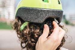 500 Kids' Cycling Helmet - Neon