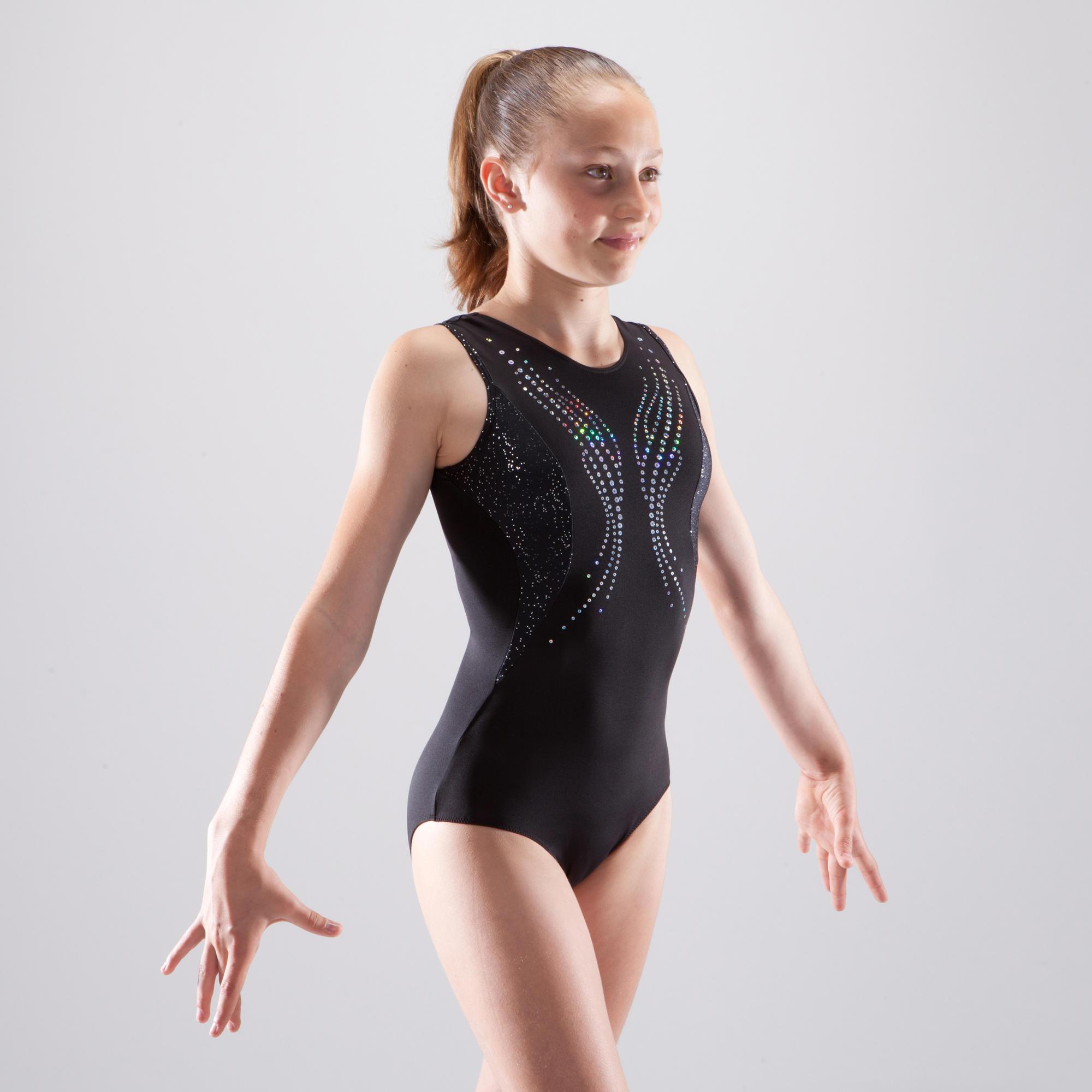 Ебется гимнастки в прозрачном тренировки девушки пизде
