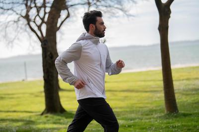 RUN WIND ז'קט ריצה לבן לגברים