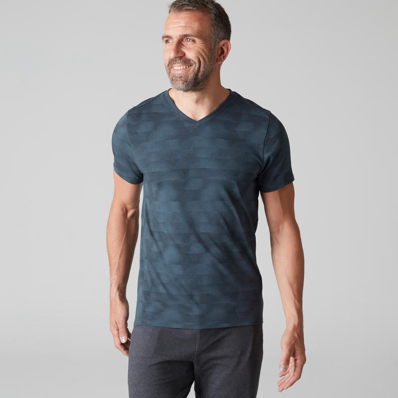 T-shirt 520 col V slim Gym Stretching homme bleu AOP
