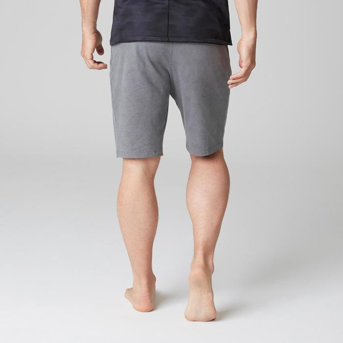 Short 520 regular sobre las rodillas Pilates y Gimnasia suave hombre gris AOP