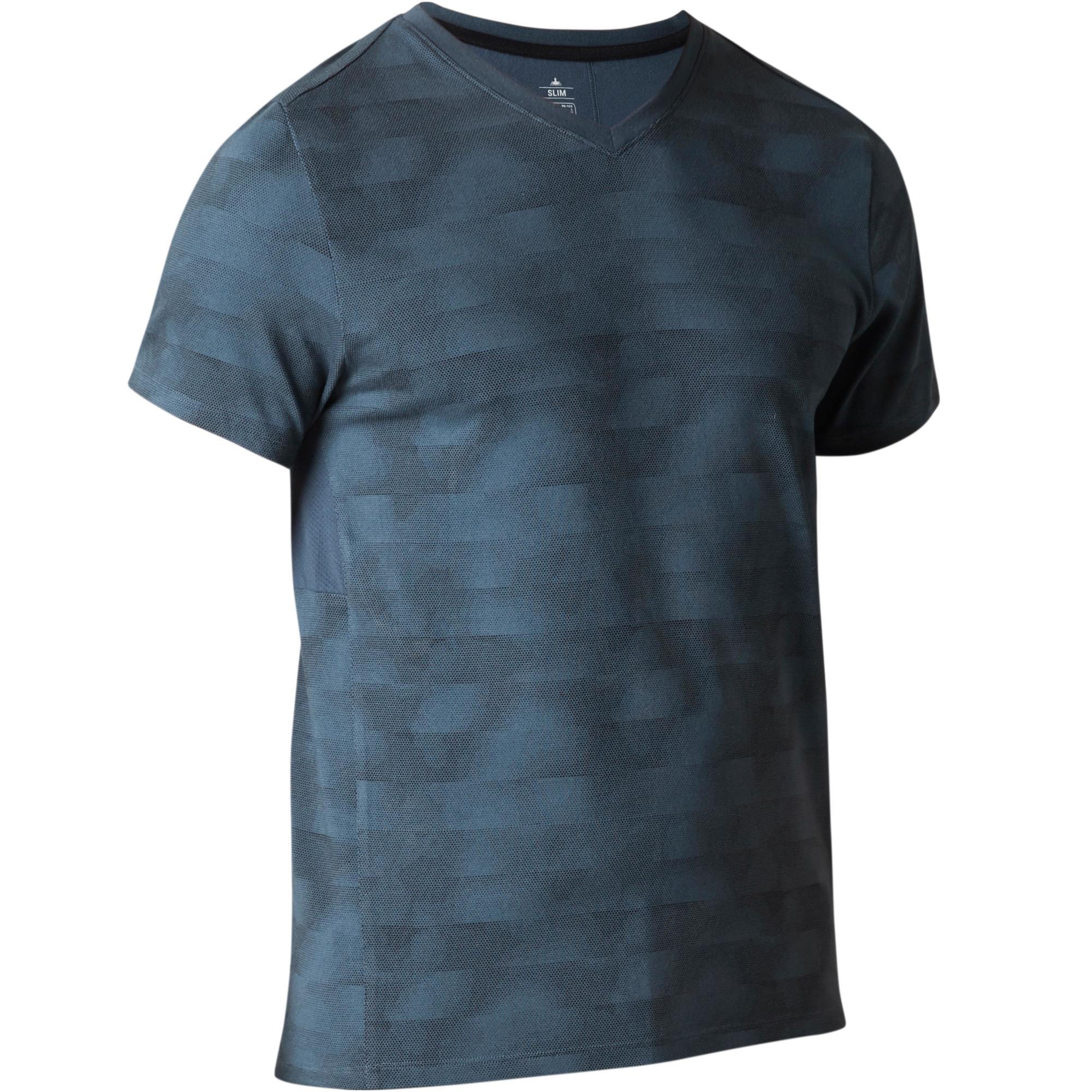 Domyos Heren T-shirt 520 voor gym en stretching slim fit, V-hals, blauw AOP