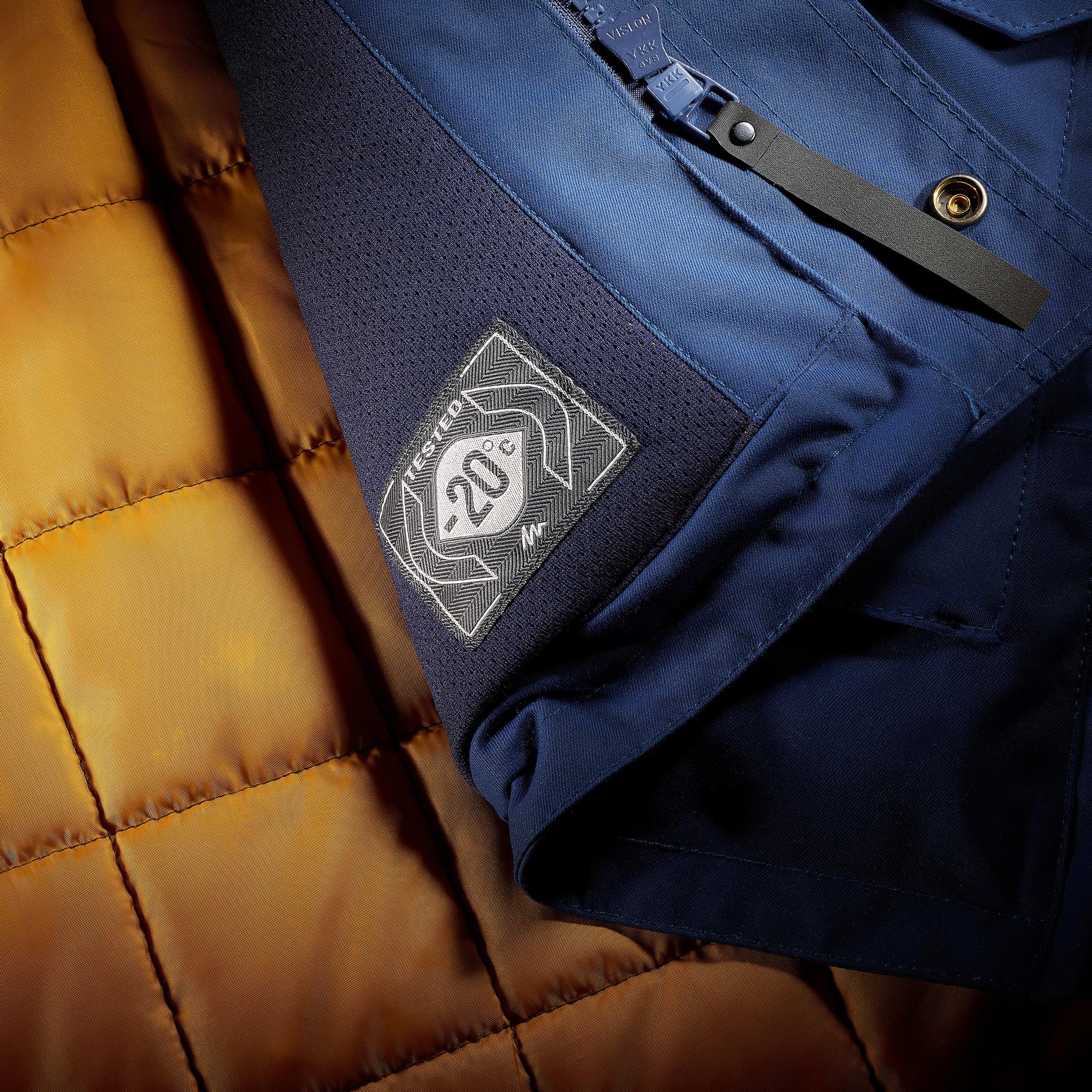 SH500 Men's ultra-warm blue snow hiking jacket.