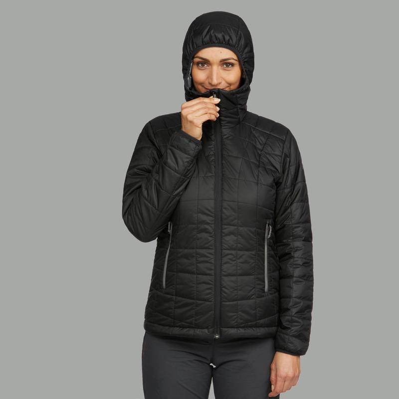 เสื้อแจ็คเก็ตดาวน์ผู้หญิงมีฮู้ดสำหรับเทรคกิ้งบนภูเขารุ่น TREK 100 (สีดำ)
