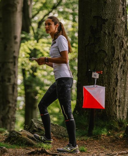 orienteering_woman_forest.jpg