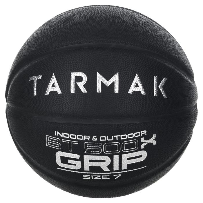 Ballon de basket adulte BT500 grip taille 7 noir. Super toucher de balle
