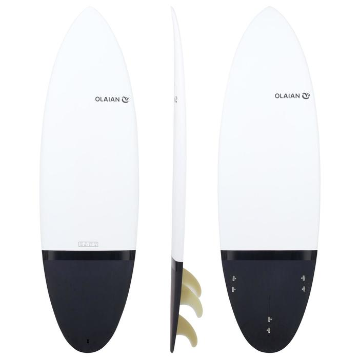 "Hard surfboard 5'10"" shortboard 900. Comes with 3 fins."