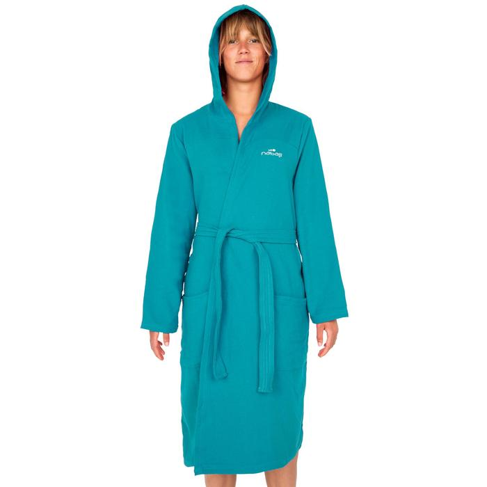 Peignoir femme coton léger bleu avec capuche, poches et ceinture.