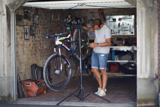 如何安裝單車鵝頸和腳踏