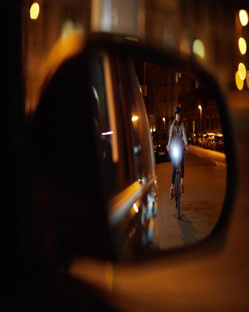 vélo-ville-nuit-femme