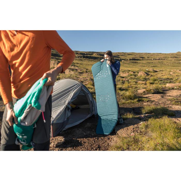 Zelfopblazend slaapmatje voor trekking Trek 500 L blauw