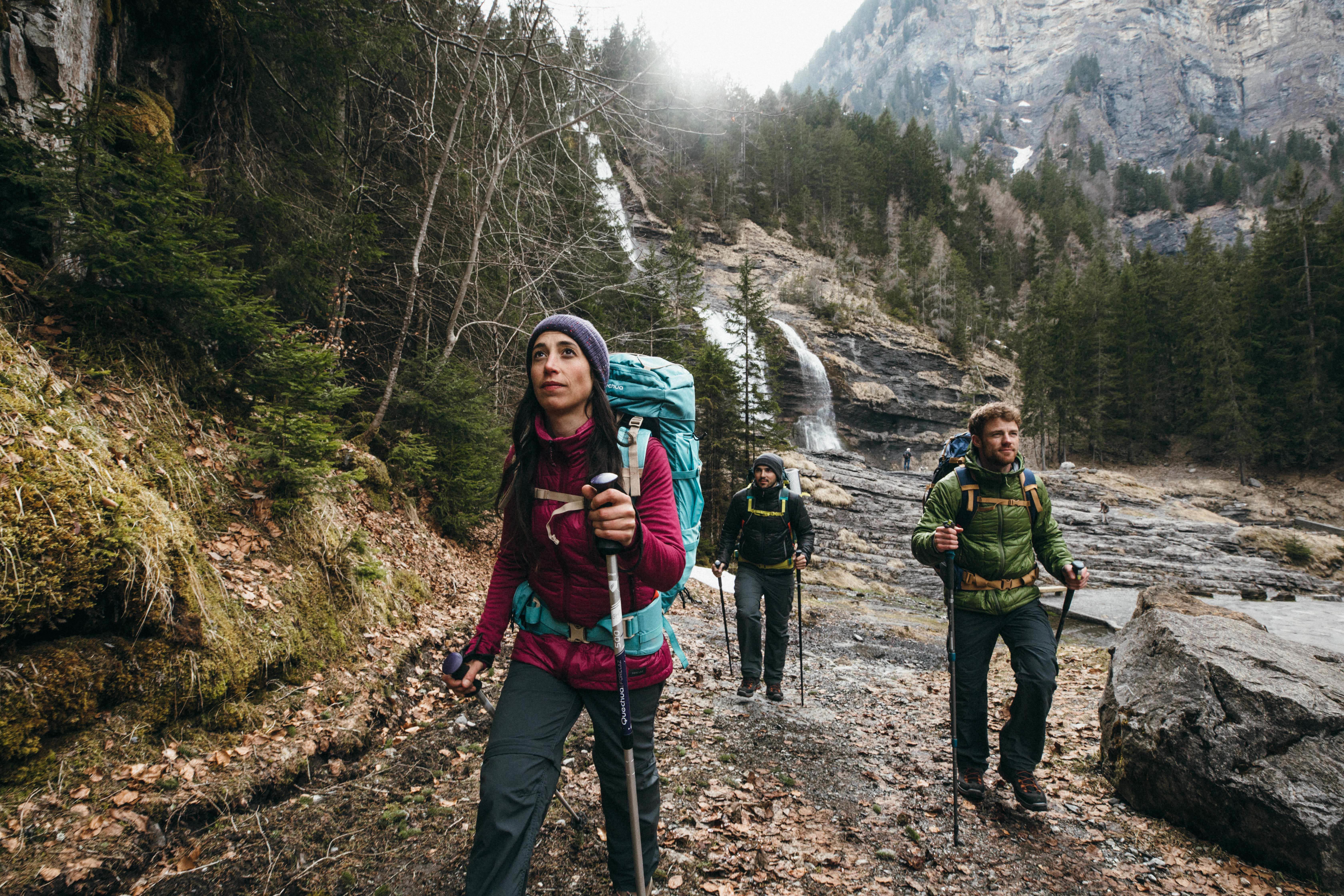 1539820e6b97 Chaleco acolchado trekking en montaña TREK 100 mujer negro - Decathlon
