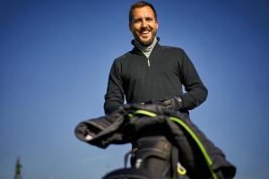 Met welk geschenk kan je iemand die golft blij maken?