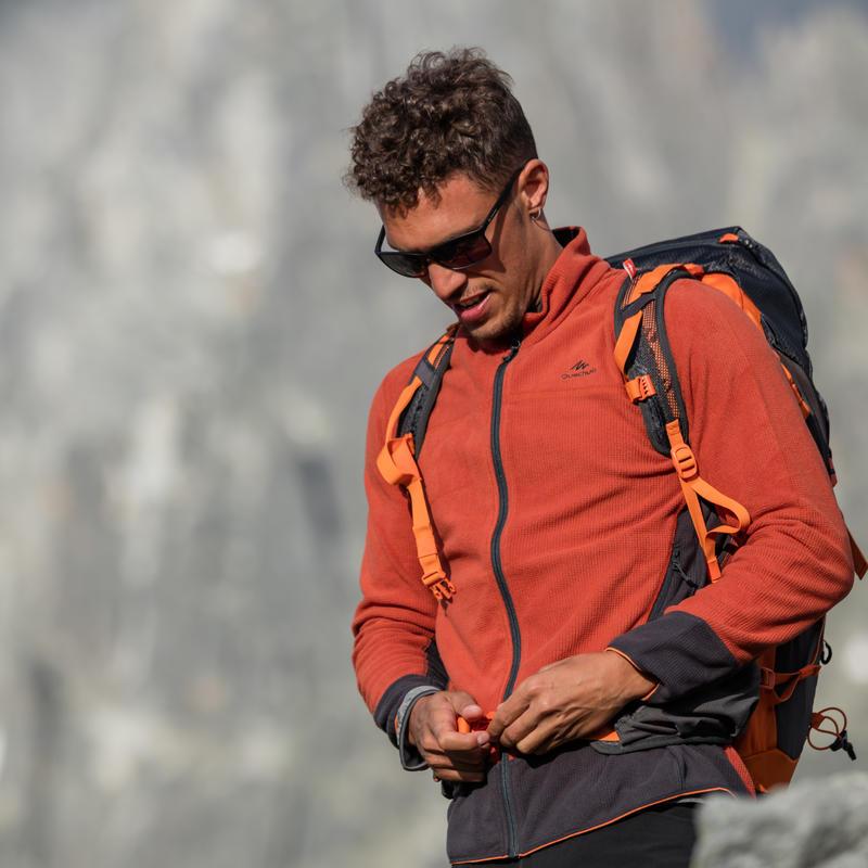 เสื้อผ้าฟลีซผู้ชายสำหรับใส่เดินป่าบนภูเขารุ่น MH520 (สีดำ)