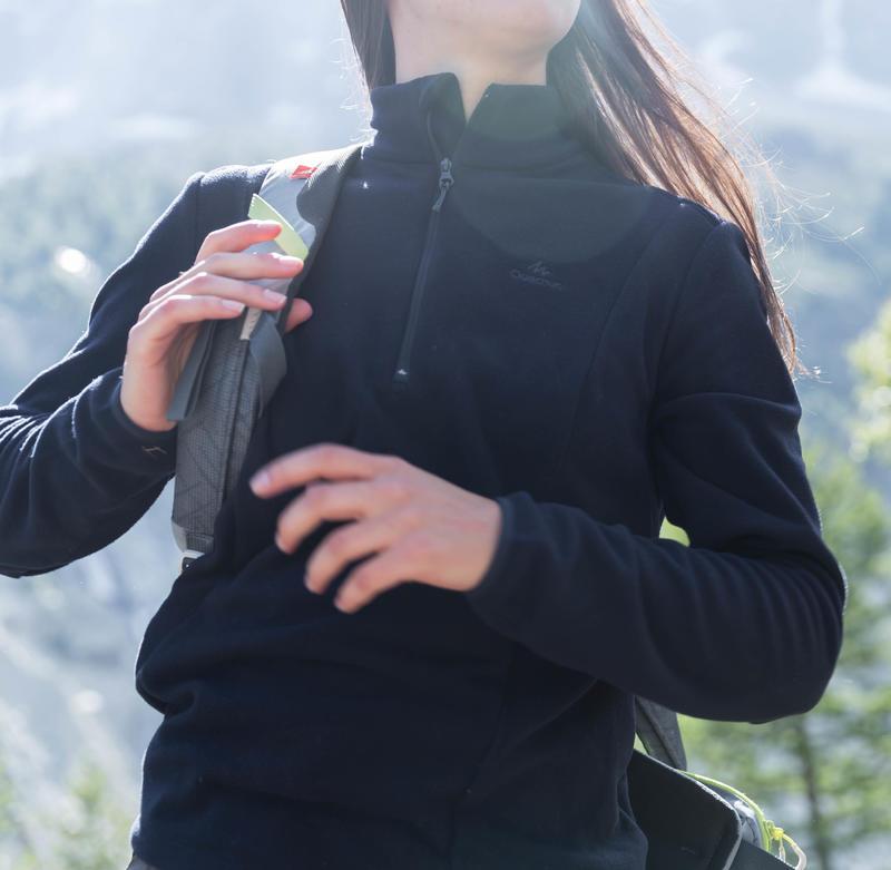 เสื้อผ้าฟลีซผู้หญิงสำหรับใส่เดินป่าบนภูเขารุ่น MH100 (ลายทางสีเทา)