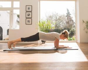 5 exercícios para iniciar a prática do Pilates - Conselhos Sport DECATHLON