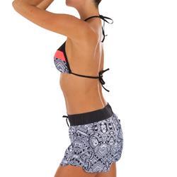 Boardshort surf femme TINI MAORI avec ceinture élastiquée et cordon de serrage.