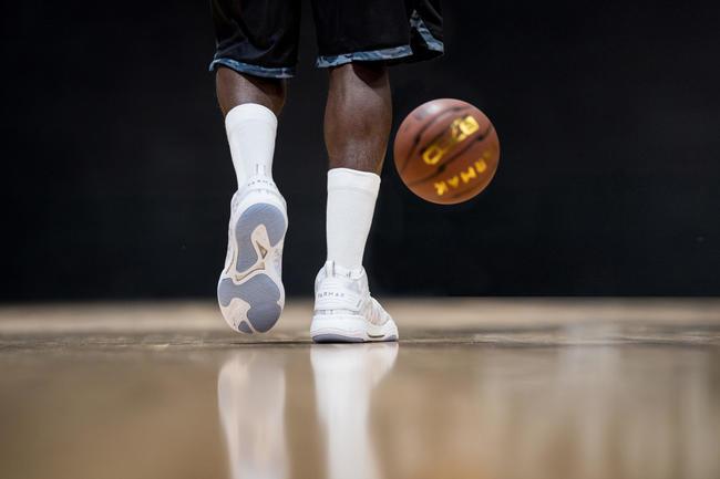 Men's Mid-Rise Basketball Shoes SC500 - White