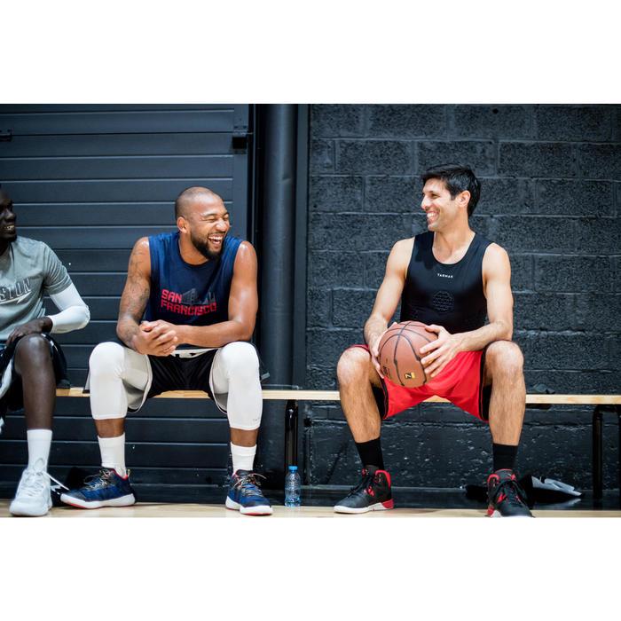 Funktionsshirt Protection Basketball Tarmak Herren Fortgeschrittene schwarz