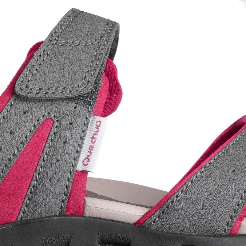 รองเท้ารัดส้นสำหรับผู้หญิงใส่เดินในเส้นทางธรรมชาติรุ่น NH100 (สีเทา/ชมพู)
