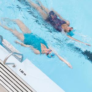 Comment bien nager le dos crawlé ?