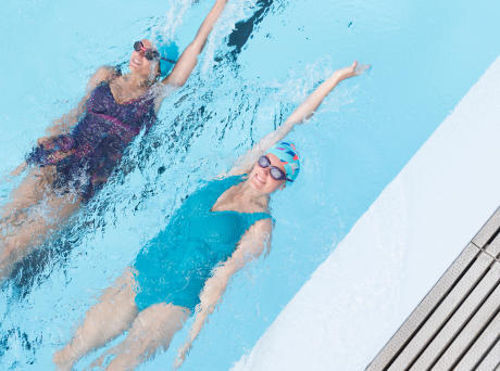10 exercices pour s'amuser à la piscine
