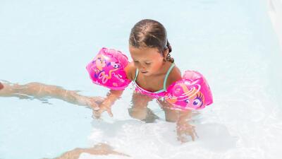 initier-son-enfant-a-la-natation-comment-faire.jpg