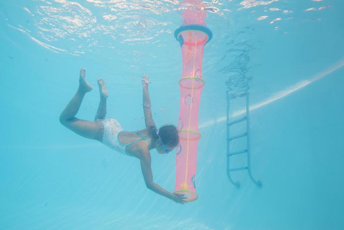 Lưới và bóng chơi dưới nước tại bể bơi TIBALL