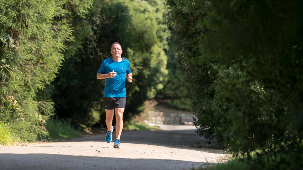 Sport Senior footing cours à pied chemin