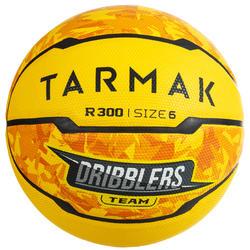 Basketbal R300 maat 6 geel voor meisjes, jongens en dames die beginnen spelen