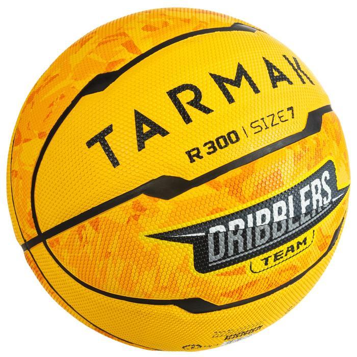 Ballon de basket homme R300 taille 7 jaune à partir de 13 ans pour débuter.