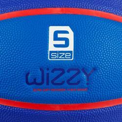 Basketbal voor kinderen Wizzy maat 5 embleem marineblauw.