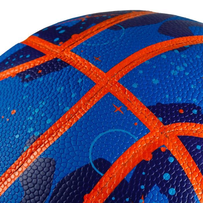 Balón de baloncesto K500 Play azul naranja para niños en iniciación