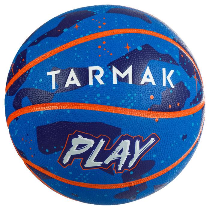 Ballon de basket K500 Play bleu orange pour enfant basketteur débutant.