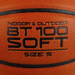Ballon de basket BT100 taille 5 orange pour enfant jusqu'à 10 ans pour débuter.