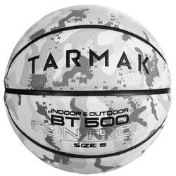 Basketbal BT500 voor kinderen maat 5 camouflage wit. Heerlijke baltoets