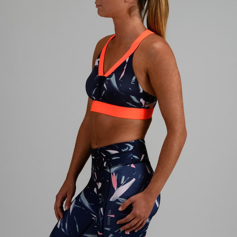 สปอร์ตบราผู้หญิงสำหรับใส่ออกกำลังกายแบบคาร์ดิโอรุ่น 520 (สีกรมท่าพิมพ์ลาย)