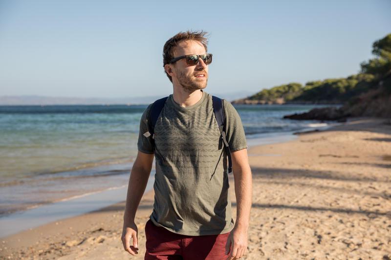 เสื้อยืดผู้ชายสำหรับใส่เดินในเส้นทางธรรมชาติรุ่น NH500 Fresh (สีกากี)