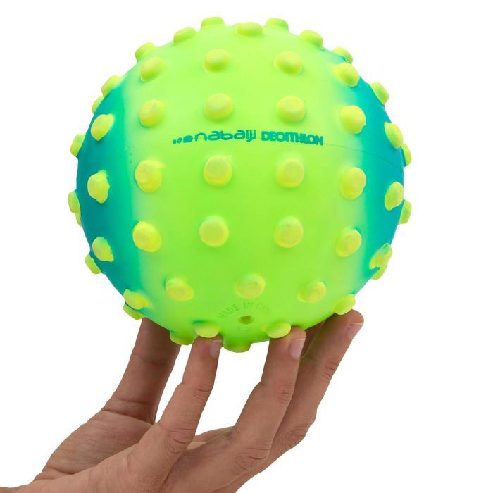 Kleine waterbal watergewenning groen met gele stippen