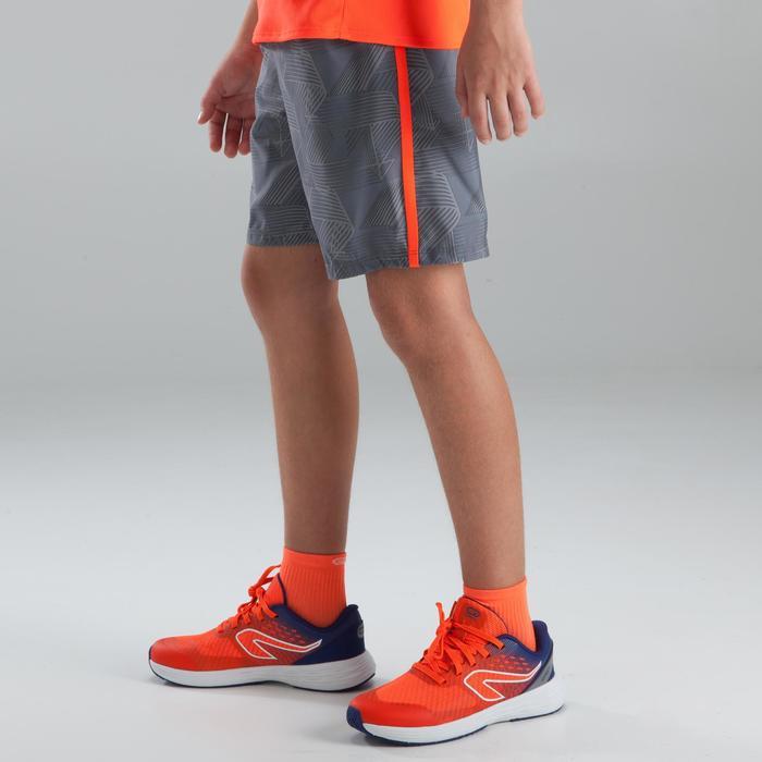 Hardloopbroek baggy short voor kinderen lichtgrijs fluorood
